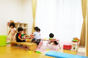 にじいろ保育園 (短期パート)